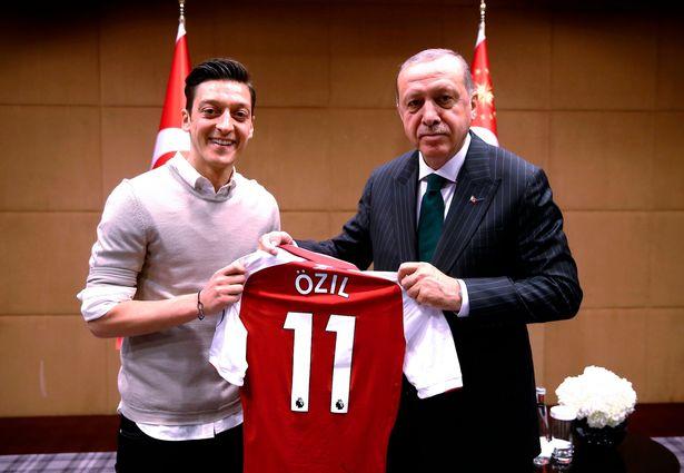Sau tất cả, Mesut Ozil gửi tâm thư đáp trả chỉ trích - Bóng Đá