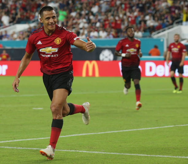 Sanchez cạo phăng mái đầu, chờ đổi vận ở Man Utd - Bóng Đá