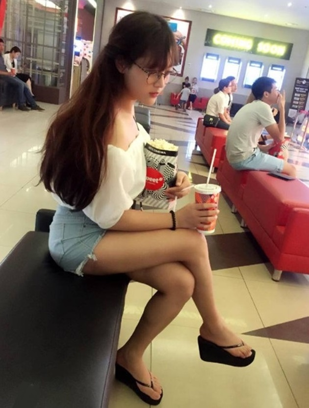 Rời xa Hòa Minzy, đây là cô gái xinh xắn Công Phượng đang hẹn hò? - Bóng Đá