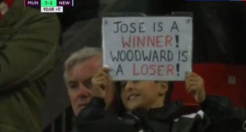 Ủng hộ Mourinho, CĐV Man Utd chỉ ra cái tên cần 'trảm' ngay và luôn - Bóng Đá