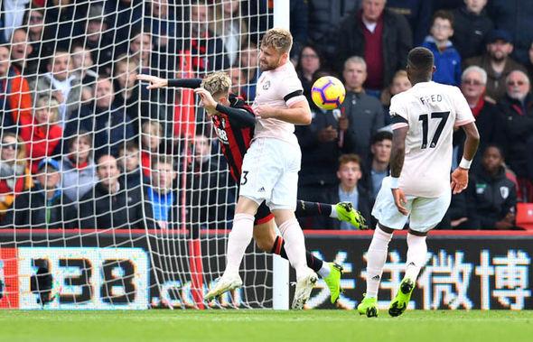 Hình ảnh cho thấy Bournemouth mất oan quả 11m trước Man Utd? - Bóng Đá