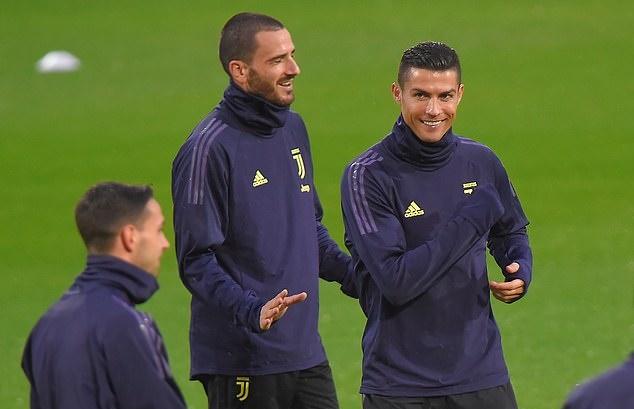 Ronaldo chỉ mặt đồng đội, Juventus chờ hạ Man Utd - Bóng Đá
