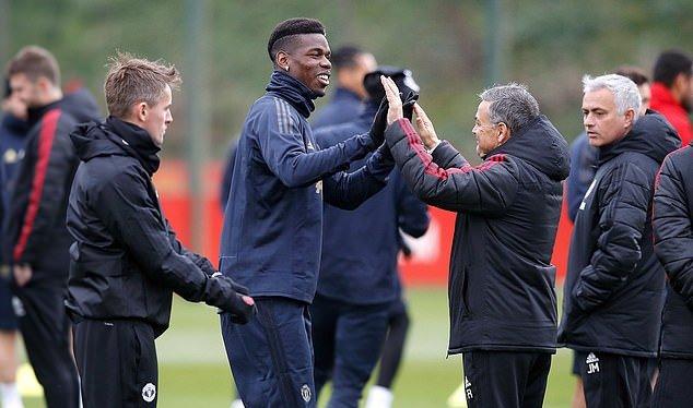 Pogba vẫn chưa thoải mái bắt tay Mourinho trên sân tập? - Bóng Đá