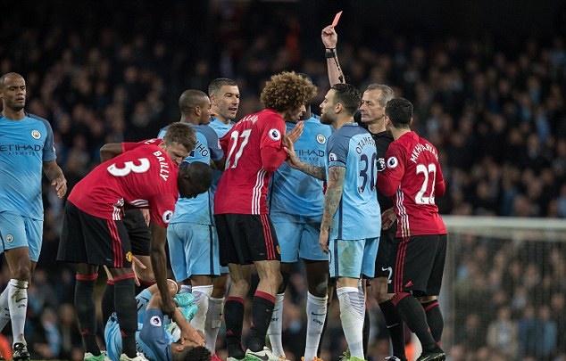 Mourinho vẫn chưa tha thứ Aguero - Bóng Đá
