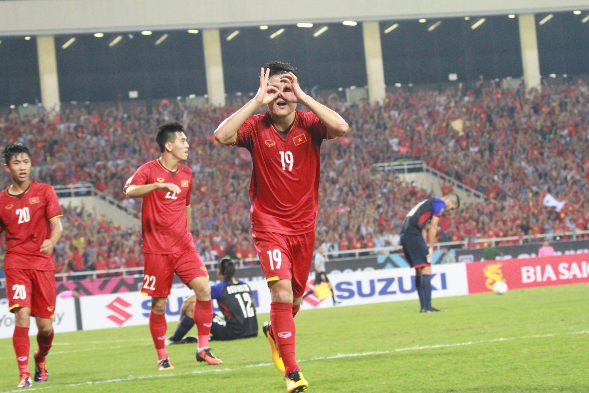 CĐV Việt Nam lập kỷ lục không tưởng ở bàn thắng của Quang Hải - Bóng Đá