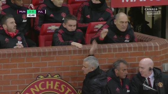 Mourinho hành xử bất ngờ với các trợ lý sau bàn thắng của Lukaku - Bóng Đá
