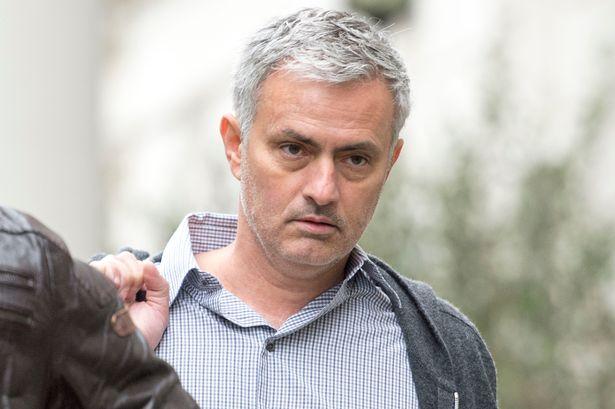 Đại diện thay Mourinho chửi thẳng mặt Ed Woodward - Bóng Đá