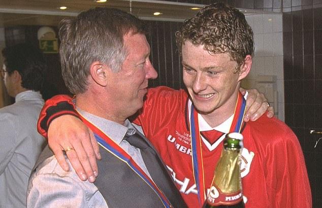 Solskjaer ra tay, huyền thoại Sir Alex trở lại sân tập Man Utd - Bóng Đá