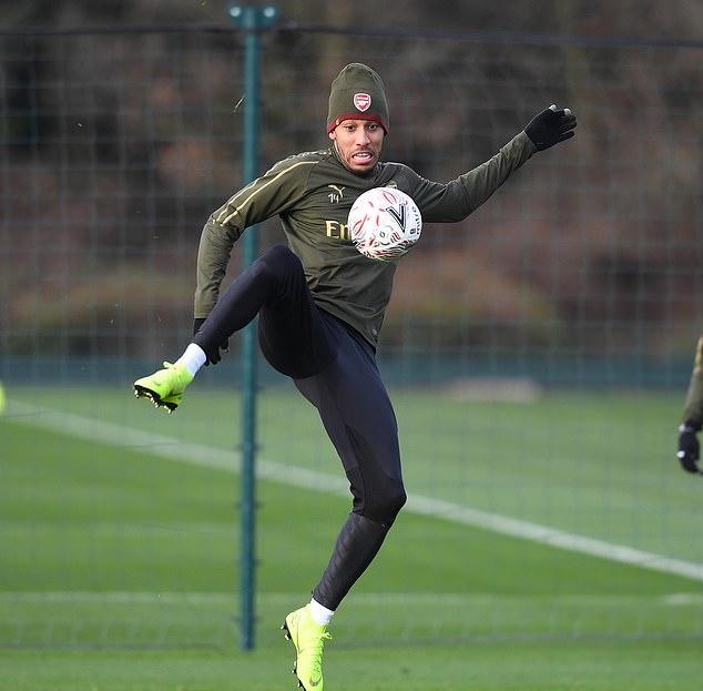 Hàng loạt sao trẻ xuất hiện, trong khi Ozil lại mất tích trên sân tập Arsenal - Bóng Đá