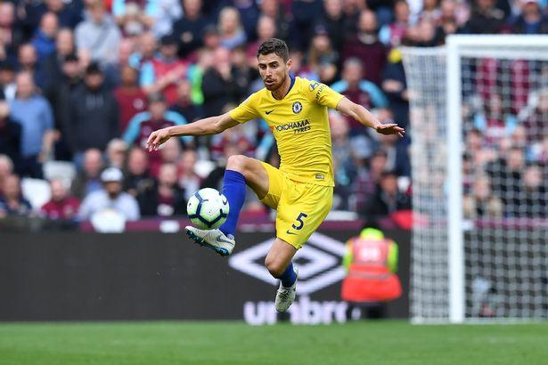 Từ Fabinho tới Torreira: Top 10 tiền vệ phòng ngự hay nhất Premier League từ đầu mùa - Bóng Đá