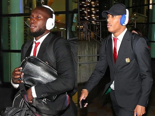 Chùm ảnh Man Utd trở lại Manchester - Bóng Đá