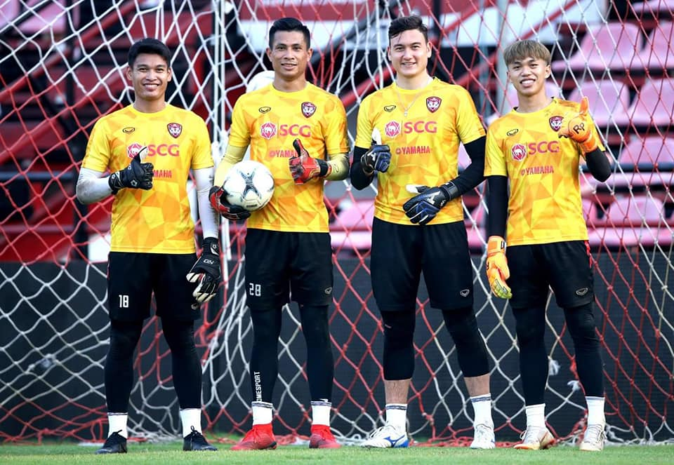 Văn Lâm cực chất trong buổi tập đầu tiên tại Muangthong United - Bóng Đá