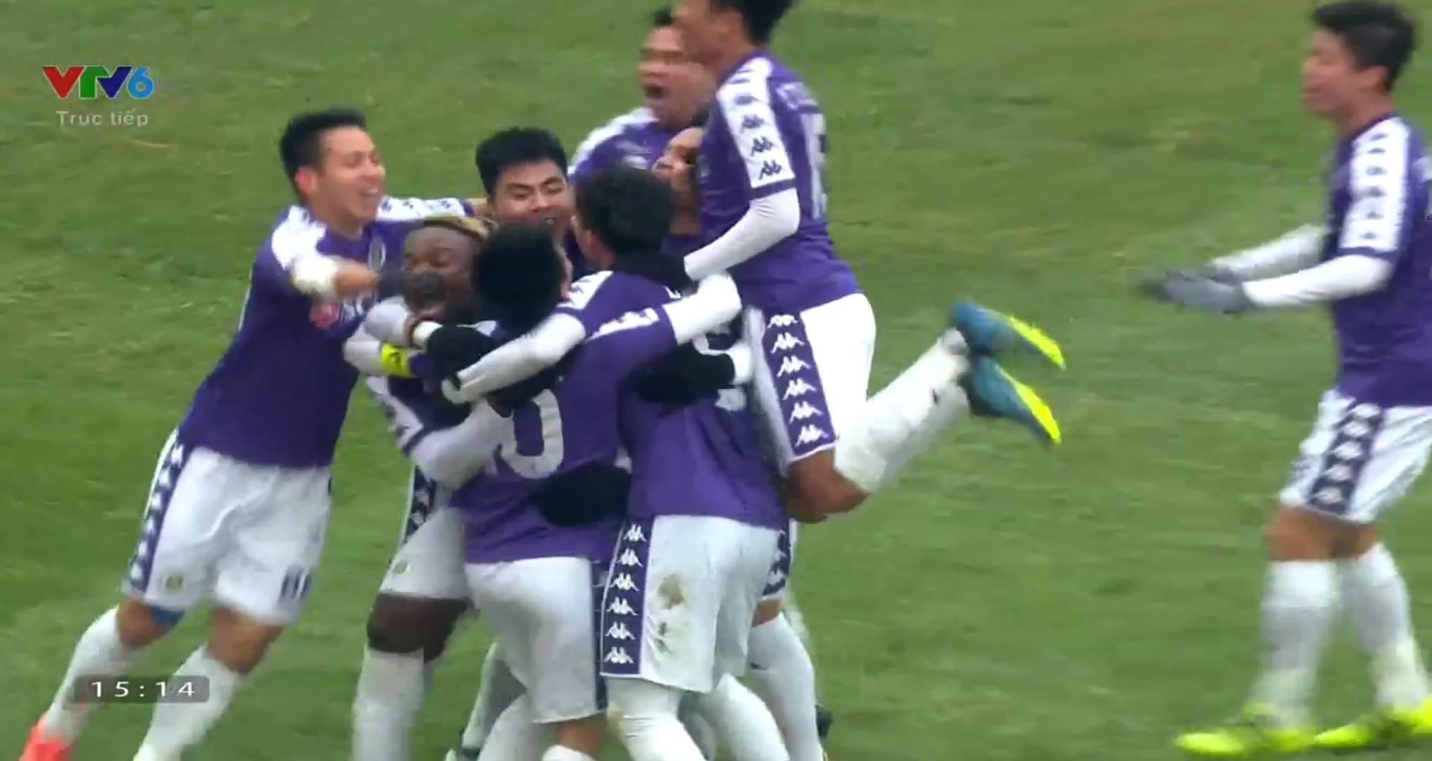 Hà Nội phối hợp như 'đá ma' CLB của Fellaini trước khi Văn Quyết volley ghi bàn đẹp mắt - Bóng Đá