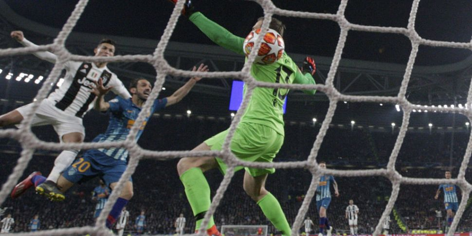 Ronaldo như ông hoàng trong phòng thay đồ Juventus - Bóng Đá