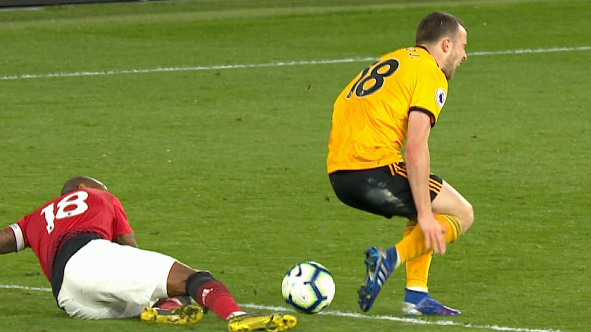 Bán, bán hết! Man Utd thua Wolves chỉ rõ 3 cái tên Solskjaer cần bán đứt Hè này - Bóng Đá