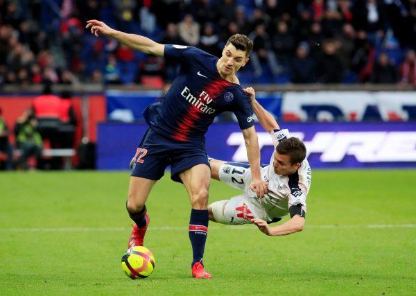 CĐV Man Utd phản đối chiêu mộ Trippier và Meunier - Bóng Đá