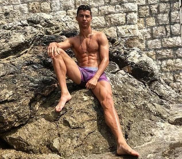 Khoe quần tím hồng, Ronaldo đưa ra 6 mục tiêu chuyển nhượng khủng cho Juve  - Bóng Đá