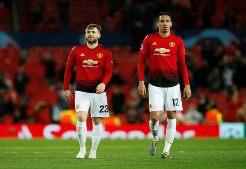 CĐV Man Utd điên tiết chỉ trích Smalling - Bóng Đá