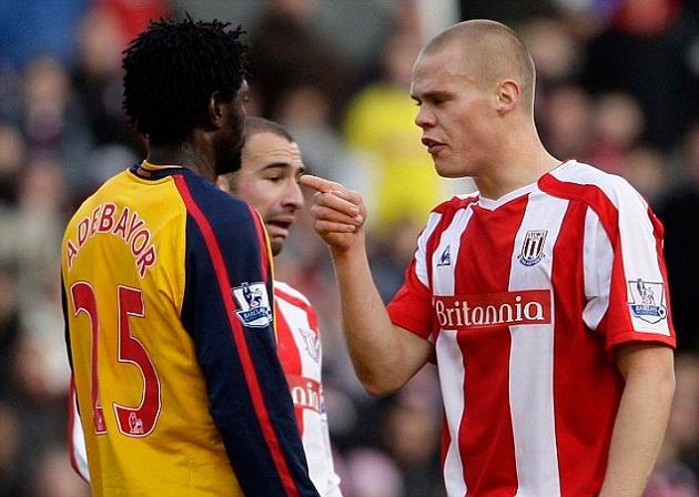 Đã từng có một Arsenal yếu đuối đến thế trước Man Utd - Bóng Đá