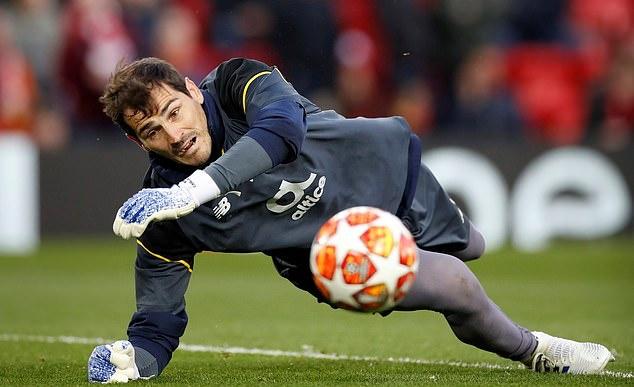 Casillas nhập viện, rất nhiều lời chúc tốt đẹp được gửi tới anh - Bóng Đá