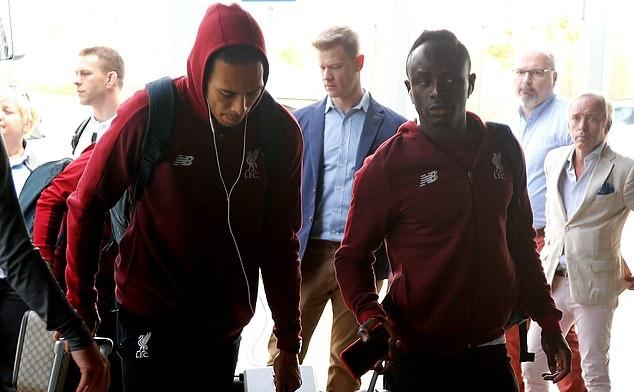 Thua thảm Barca, dàn sao Liverpool buồn tiu nghỉu trở về Anh - Bóng Đá