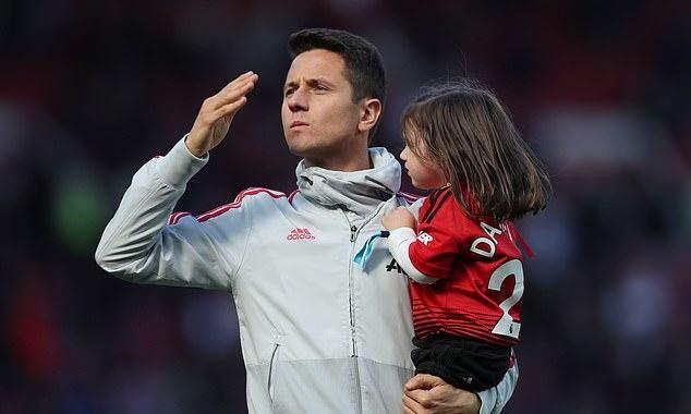 Herrera vẫy tay tạm biệt CĐV M.U, lộ diện bến đỗ mới - Bóng Đá
