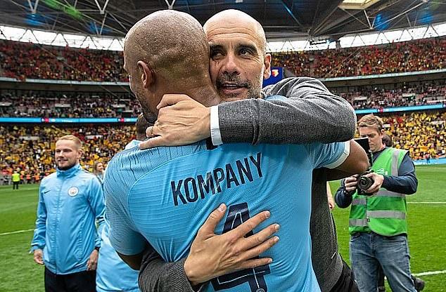 Cầu thủ Man City quẩy tới sáng mừng cú ăn ba, tiện thể chia tay Kompany - Bóng Đá