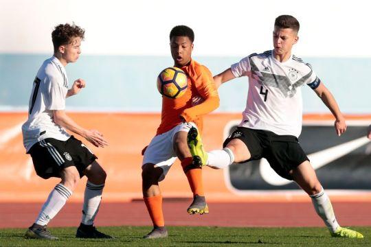 Man Utd đã hoàn tất chữ ký của tài năng trẻ Ajax - Bóng Đá