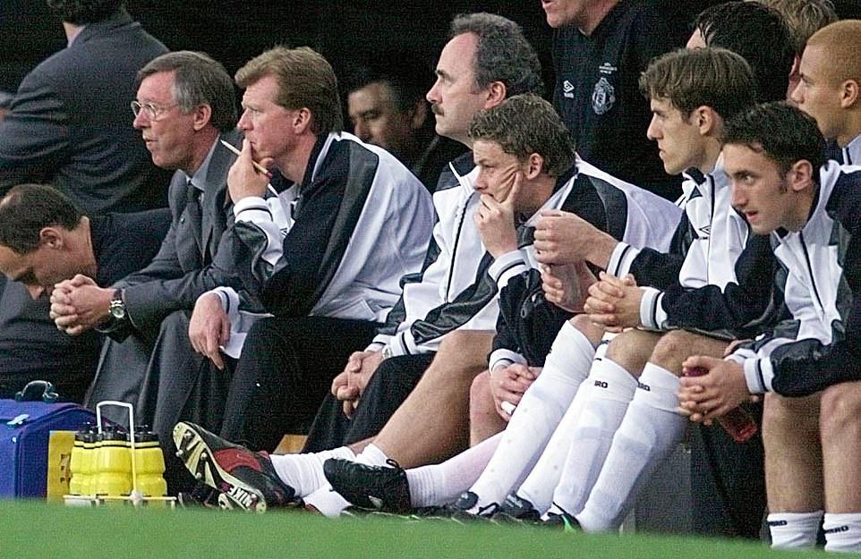 Làm thế nào Man Utd giành cú ăn 3 chỉ trong 11 ngày điên rồ? - Bóng Đá