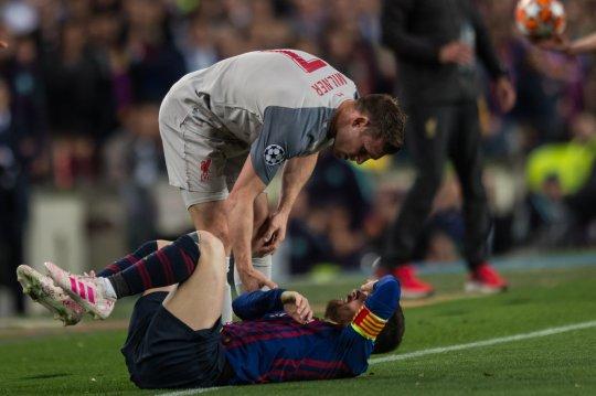 SỐC! Thua đau, Messi gọi sao Liverpool là 'khỉ đột' - Bóng Đá