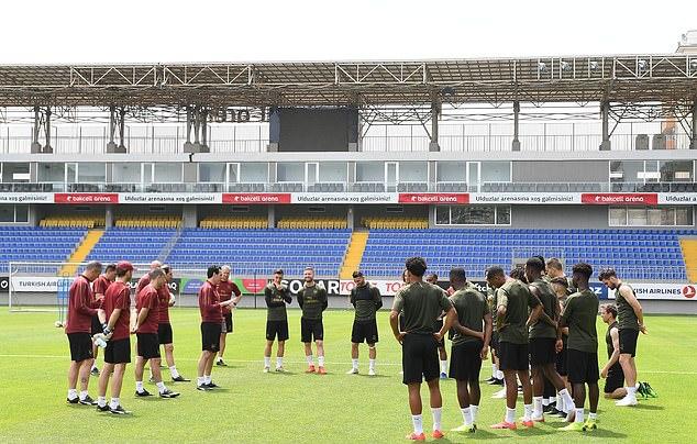 Vừa tới Baku, cầu thủ Arsenal đã lao vào tập luyện cật lực - Bóng Đá