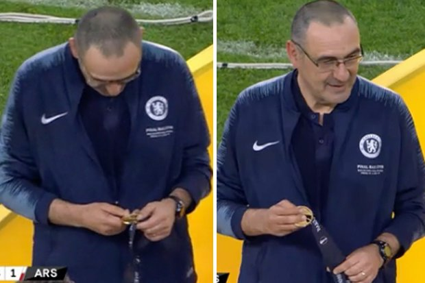HLV Sarri khiến CĐV Chelsea rơi nước mắt chỉ vì 1 hành động sau chung kết Europa League - Bóng Đá