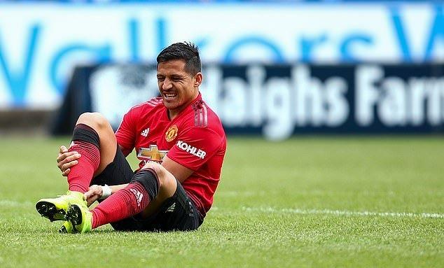 Tệ hại trên sân cỏ, Sanchez rực sáng trên thảm đỏ - Bóng Đá