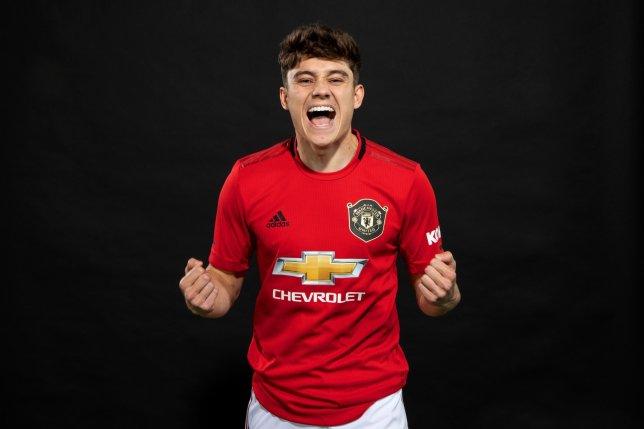 CHÍNH THỨC! Tân binh đầu tiên ra mắt Man United - Bóng Đá