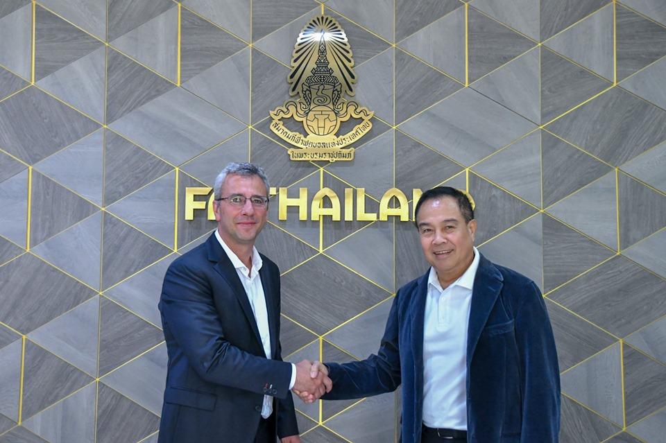 Chơi lớn, Thái Lan bổ nhiệm HLV Barcelona làm giám đốc kỹ thuật - Bóng Đá