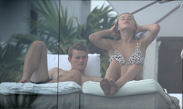 Matthijs de Ligt mulls over huge transfer decision on holiday with model girlfriend with PSG, Juventus and Barcelona chasing the most in-demand young star - Bóng Đá