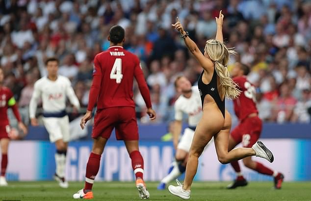 Champions League invader Kinsey Wolanski reveal she was JAILED after failed bid to disrupt Copa America final in Brazil after being tackled by security - Bóng Đá
