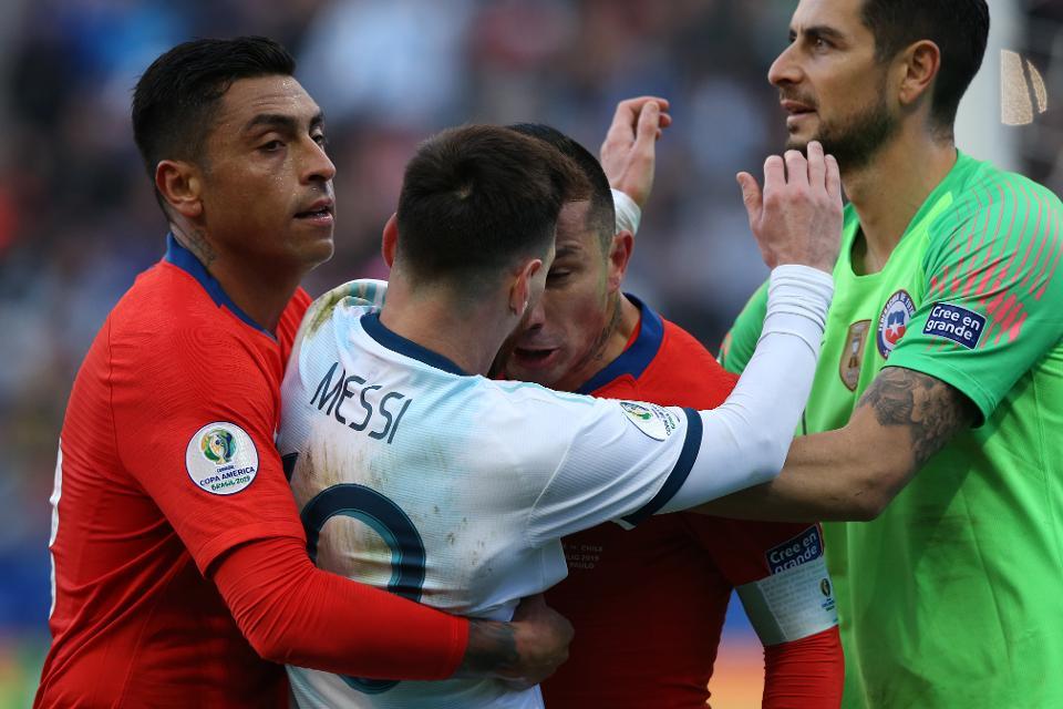 NÓNG! Công bố hình ảnh mới nhất, Messi xứng đáng nhận thẻ đỏ? - Bóng Đá