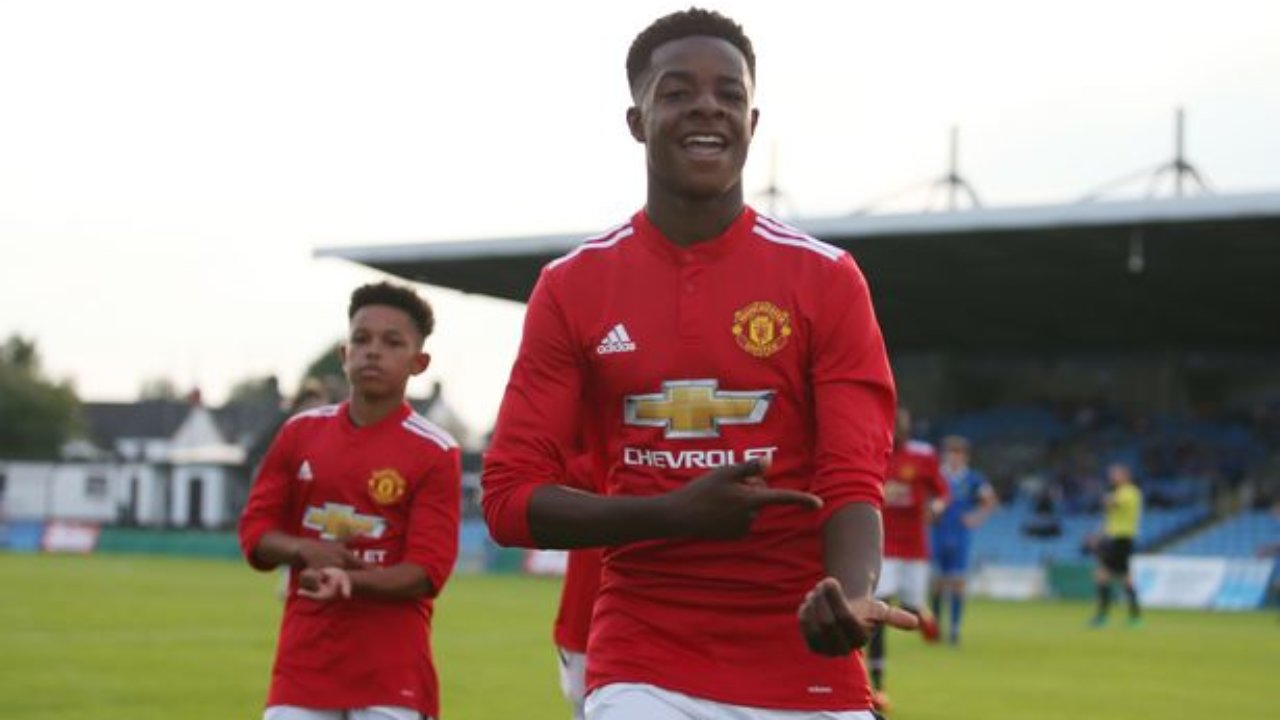 Manchester United lose teenage goalscoring sensation Mipo Odubeko after youngster turns down new deal - Bóng Đá