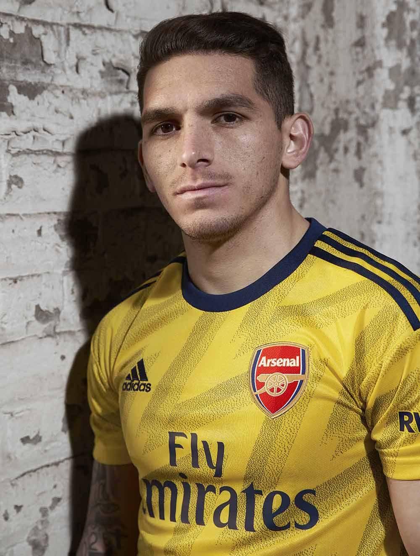 Ảnh Arsenal ra mắt áo đấu mới - Bóng Đá