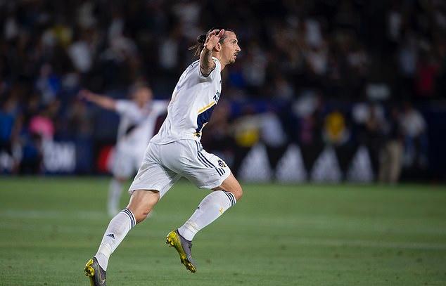 Nói được làm được, Ibrahimovic lập hattrick hạ gục