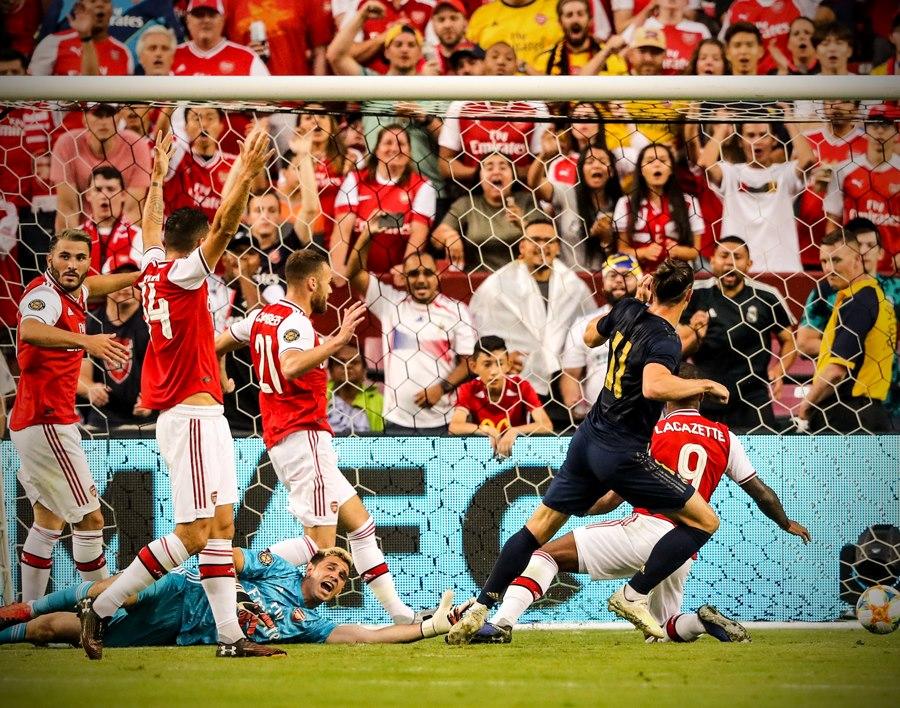 Hazard làm gì khi Real lại phải nhờ vả