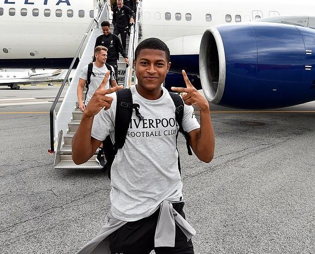 Ảnh Liverpool đáp xuống New York City - Bóng Đá