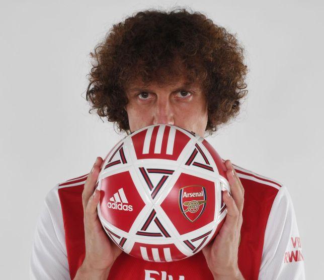 XONG! Rạng rỡ ra mắt Arsenal, David Luiz chốt luôn số áo - Bóng Đá
