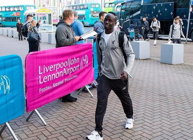 Ảnh Liverpool hành quân sang Istanbul - Bóng Đá