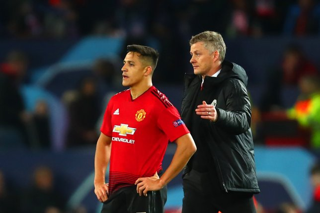 Ole Gunnar Solskjaer threatens to banish Alexis Sanchez to Manchester United's reserves - Bóng Đá