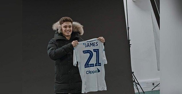 Manchester United winger Daniel James was so close to joining fierce rivals Leeds he posed with his name on the shirt - Bóng Đá