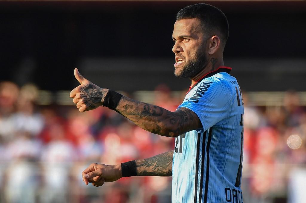 Chơi vị trí lạ, Dani Alves ghi bàn ngay trận ra mắt CLB mới - Bóng Đá