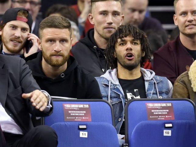 Unai Emery tells Shkodran Mustafi and Mohamed Elneny to leave Arsenal before transfer window shuts - Bóng Đá