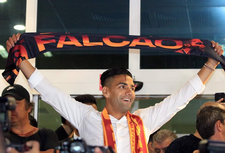 Ảnh Falcao được chào đón như người hùng - Bóng Đá